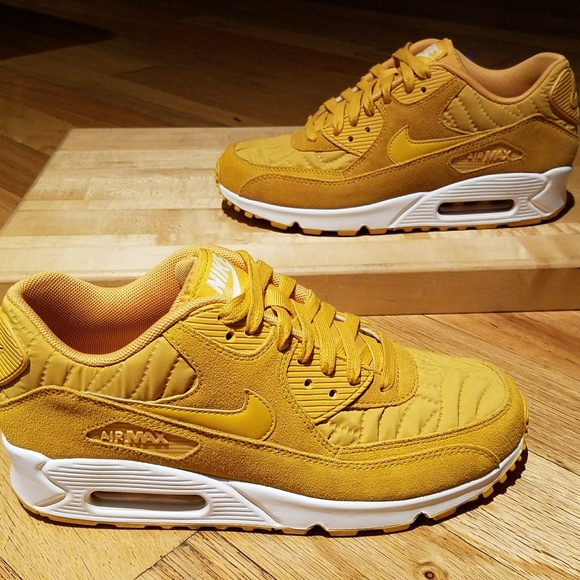 super popular 3240f 77cc4 NIKE Air Max 90 Premium Gold Leaf Womens sz 8 0218.  M 5a7be0122ab8c52a6d9126b4
